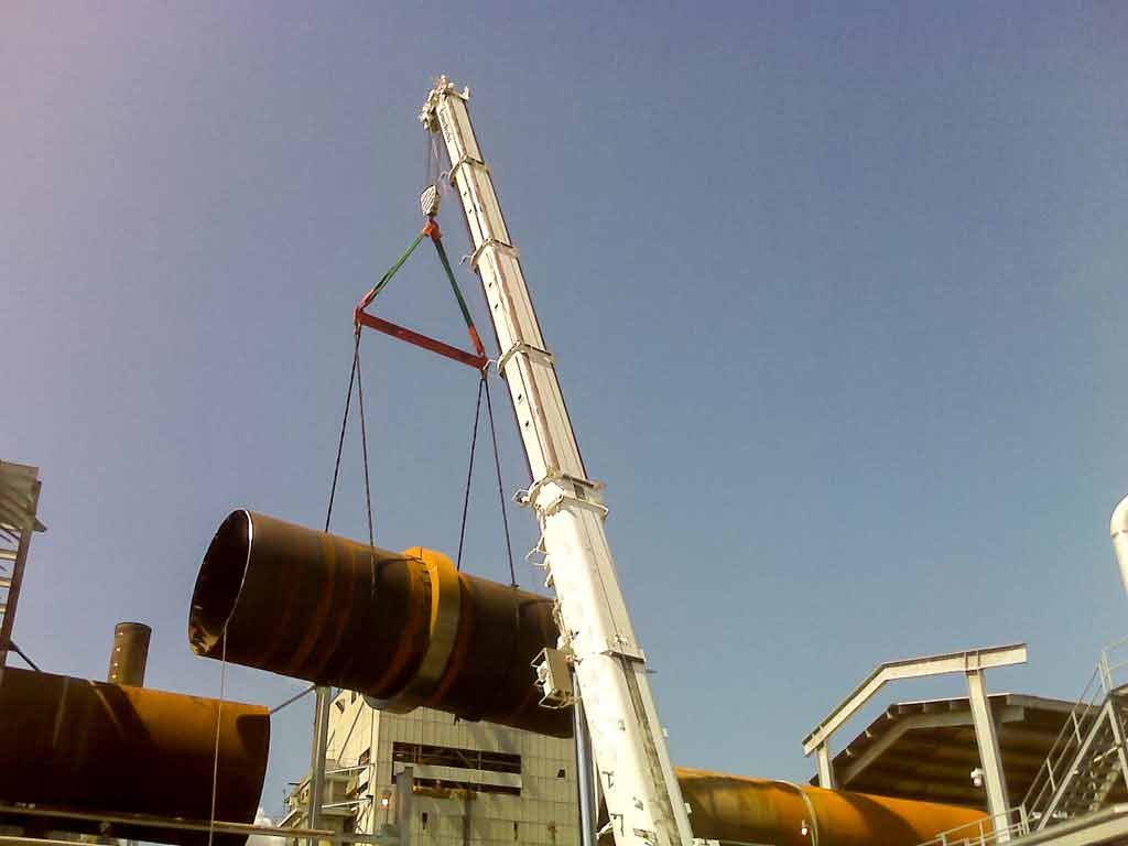 Crane lifting steel pipe