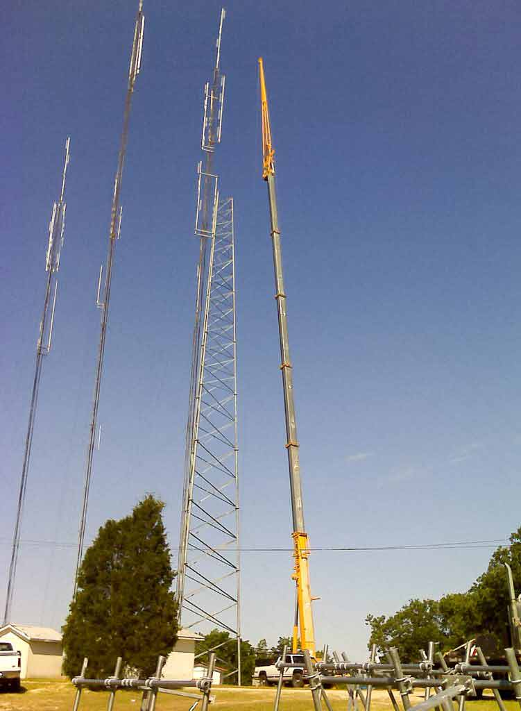 Tampa Cranes - COMMUNICATIONS TOWERS Crane Service